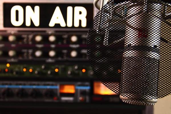 104.3 FM
